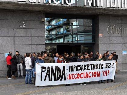 Trabajadores de Panda se concentran por un acuerdo sobre sueldos, horas extra y supresión de cláusulas abusivas