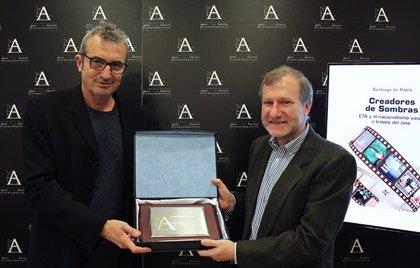 Santiago de Pablo recibe el Premio Muñoz Suay por 'Creadores de sombras. ETA y el nacionalismo vasco a través del cine'