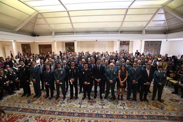 Sánchez preside la entrega de condecoraciones al personal de Seguridad de Presid