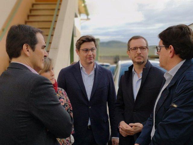 Javier Maroto, José Antonio Nieto y Sergio Velasco con otros cargos