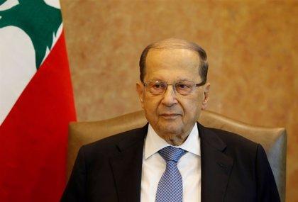 """Aoun dice que Líbano """"no puede permitirse el lujo de seguir perdiendo tiempo"""" en la formación de Gobierno"""