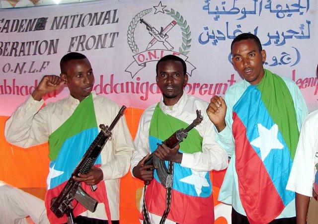 Milicianos del ONLF posan en Mogadiscio