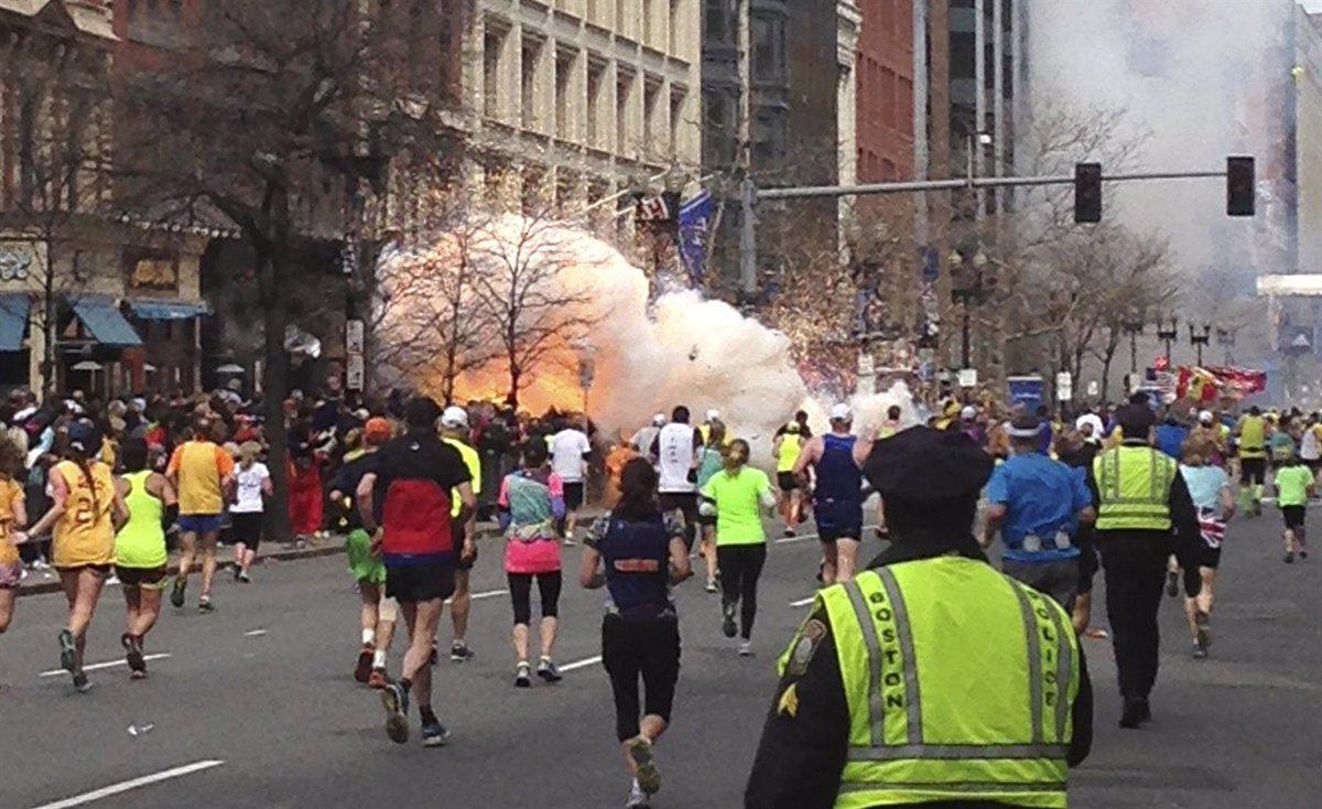 Resultado de imagen para maratón de boston bomba