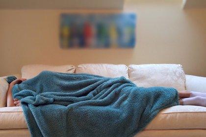 Tanto dormir poco como mucho aumenta el riesgo de caídas y fracturas
