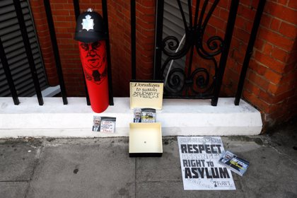 El presidente de Ecuador cesa al embajador en Londres en pleno debate sobre el futuro de Assange