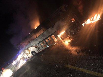 Al menos siete muertos y cuatro heridos tras un accidente entre un autobús y dos camiones en Ecuador