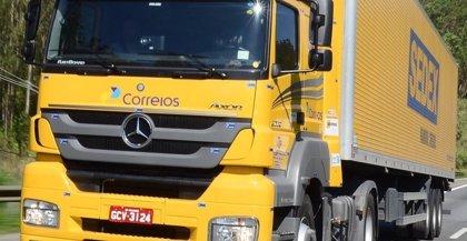 Mercedes-Benz entrega 222 camiones Axor y 68 Atego a una empresa brasileña para transportar mercancías