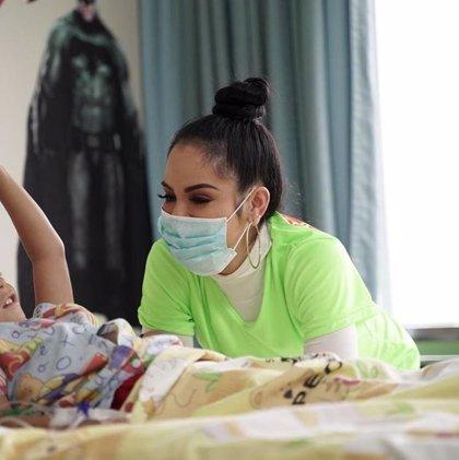 Twitter bombardea a Natti Natasha por dedicar a los niños de un hospital oncológico una canción de temática sexual