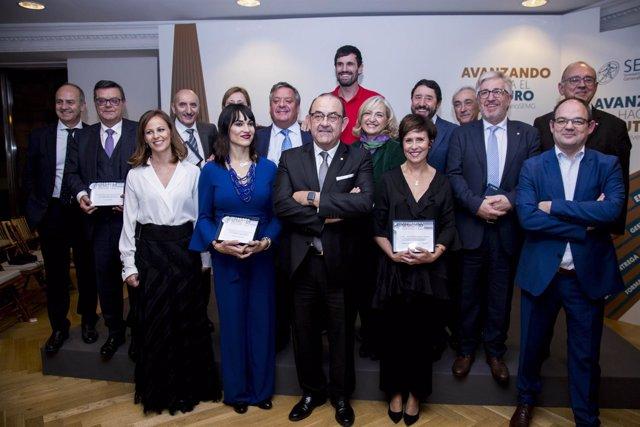 Foto de familia de los reconocidos en el 30 aniversario de la SEMG