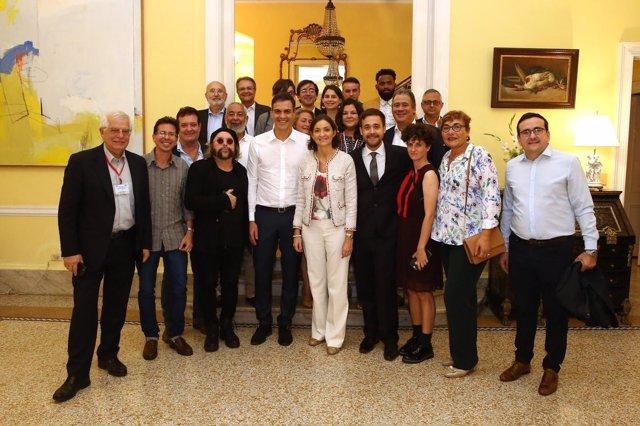 Pedro Sánchez se reúne en La Habana con miembros de la sociedad civil
