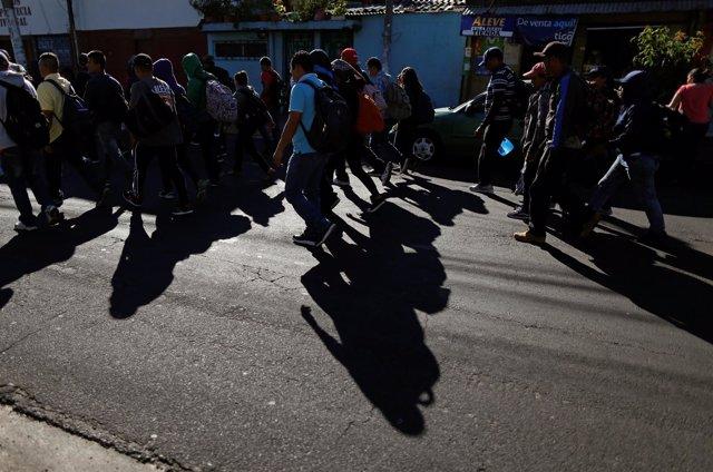Caravana de migrantes parte desde El Salvador