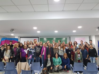 Un centenar de jóvenes trans se dan cita en Sevilla para abordar temas relacionados con la salud y el acceso al mercado