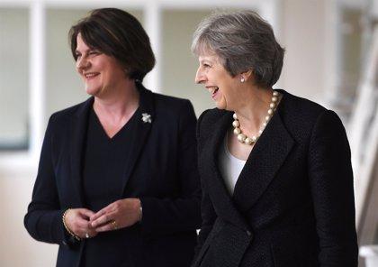 Los unionistas norirlandeses revisarán su apoyo May si el Parlamento aprueba el Brexit