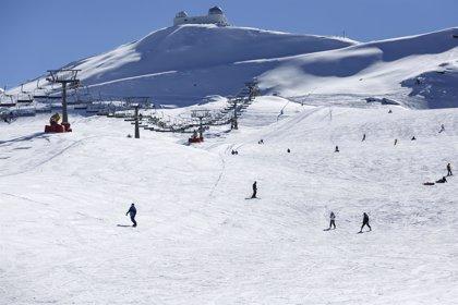 La estación de esquí de Sierra Nevada de Granada abre este domingo solo siete kilómetros por la meteorología adversa