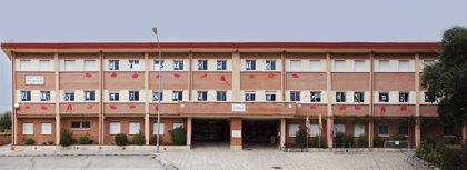 'Zapatos rojos' en el colegio público María Teresa Íñigo de Toro de Valladolid contra la violencia de género