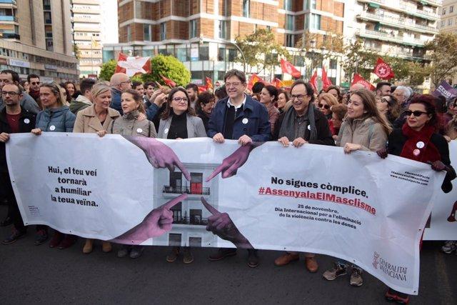 Ximo Puig en la manifestación del 25N