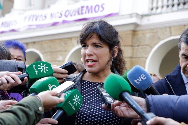 Teresa Rodríguez atiende a los medios en Cádiz