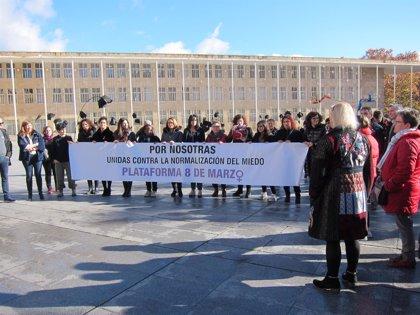 Concentraciones, manifestaciones y reparto de gerberas, en el Día Internacional contra la Violencia de Género