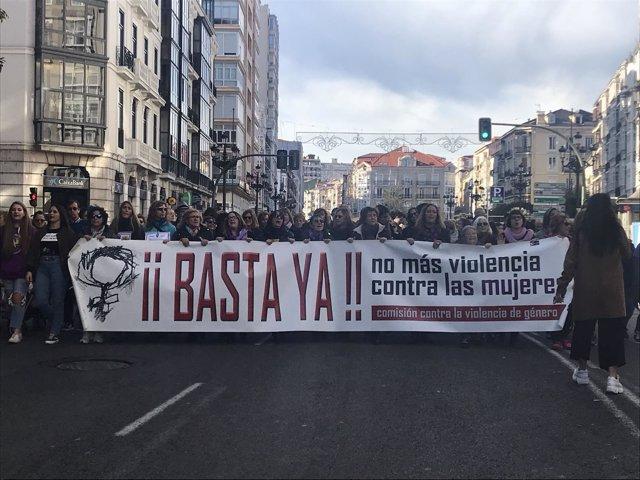 Cabecera de la manifestación por el 25N en Santander