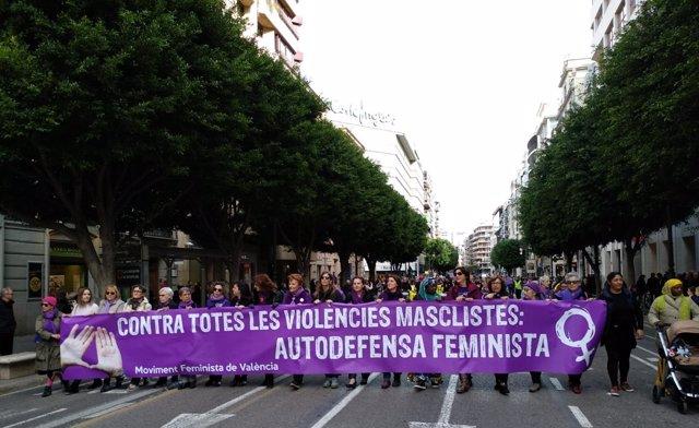 Cabecera de la manifestación del 25N de València