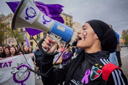 Unas 3.000 personas participan en la manifestación contra la violencia machista en Barcelona