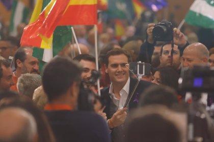 """Rivera al PP-A: """"No puede gobernar quien cada vez tiene menos apoyos"""", sino Cs que """"sigue creciendo"""""""