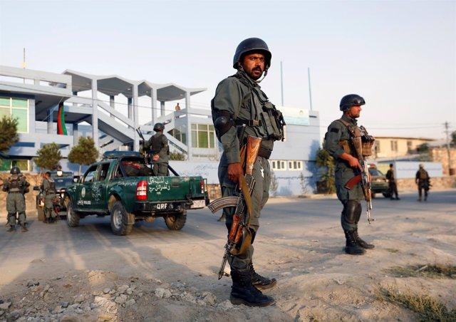 Policías locales afganos