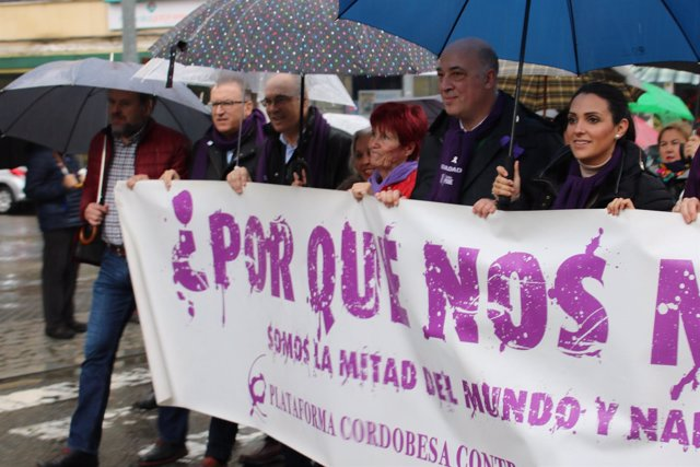 Socialistas en una manifestación contra la violencia de género