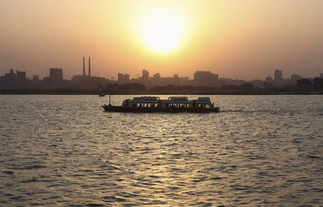 Ferry en el río Nilo