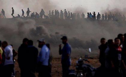 La mayoría de los palestinos heridos en las protestas de Gaza estaban lejos de la verja, según B'Tselem