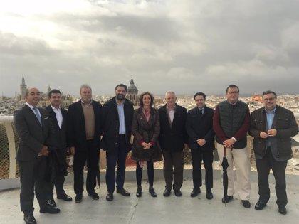 La ministra y el consejero de Turismo abordan con el sector en Sevilla sus retos y oportunidades de futuro