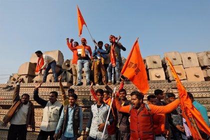 Termina sin incidentes la multitudinaria protesta hindú frente a la antigua mezquita de Ayodhya