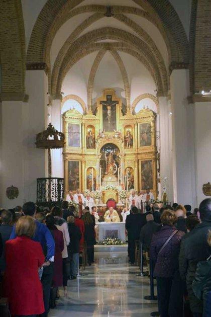 La iglesia de Santa Catalina de Sevilla reabre sus puertas con la consagración del altar mayor tras 14 años de cierre