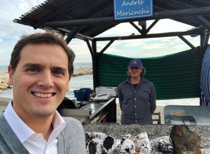 Rivera, tras la comida de Casado y Moreno en una hamburguesería, ensalza los espetos de sardinas
