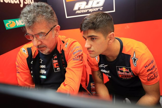 Jorge Martín en el box de su nuevo equipo