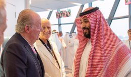 El Rey Juan Carlos y el príncipe heredero de Arabía Saudí, Mohamed bin Salman