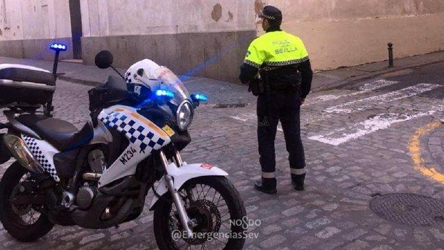 Agente de la Policía Local de Sevilla en moto