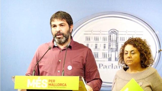 El portavoz de MÉS Josep Ferrà y la diputada Joana Aina Campomar