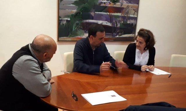 Fina Santiago firma protocolo con representantes de Sóller