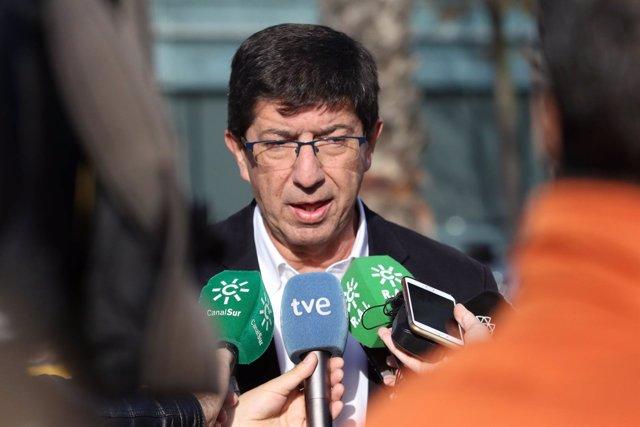 El candidato de Cs a la Junta, Juan Marín, atiende a los medios en Sevilla