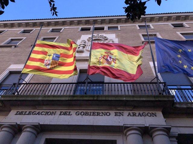 Las banderas de la Delegación del Gobierno ondean a media asta este lunes