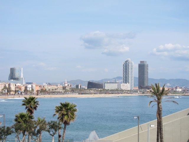 Playas i litoral de Barcelona, con las Torres Mapfre y la Barceloneta