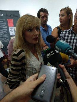 Carmen Castilla atiende a los periodistas