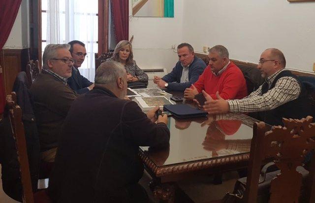 Responsables de Endesa y la alcaldesa de Montoro durante la reunión