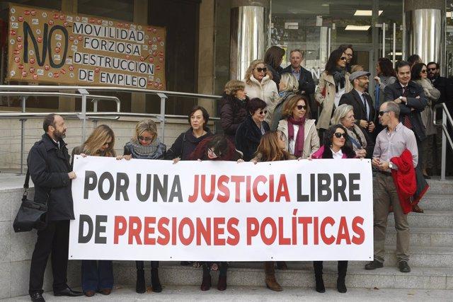 Concentración en los juzgados de Plaza de Castilla en Madrid por la huelga de ju