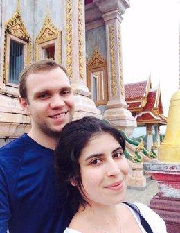 El académico británico Matthew Hedges con su mujer, Daniela Tejada