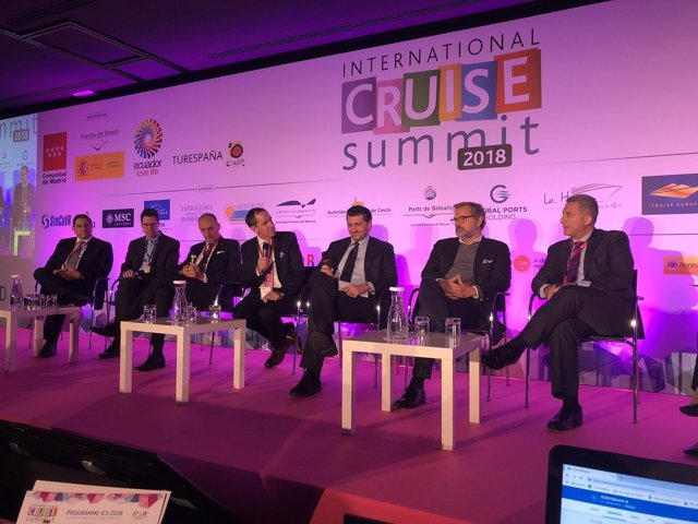 Summit Cruceros