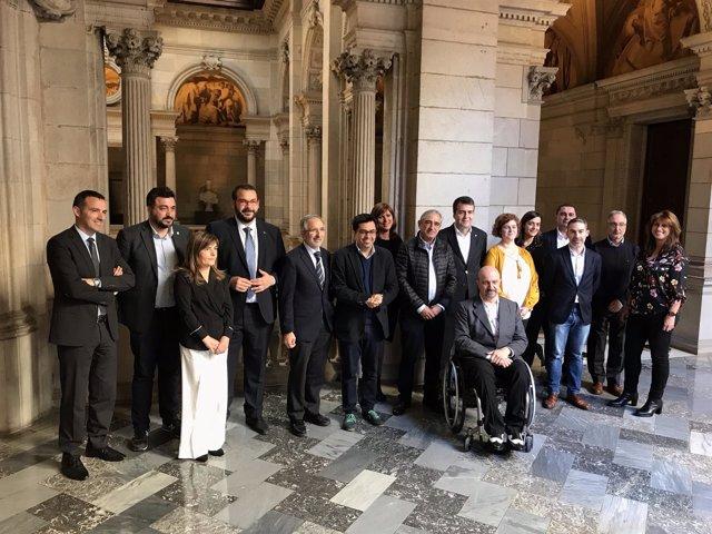 Siete ayuntamientos catalanes unifican su contratación pública