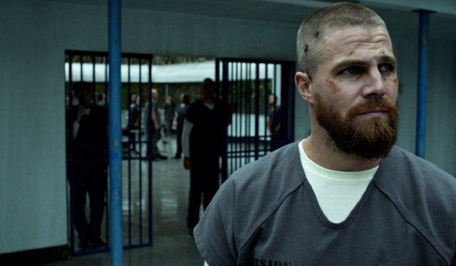 Steve Amell en prisión en Arrow