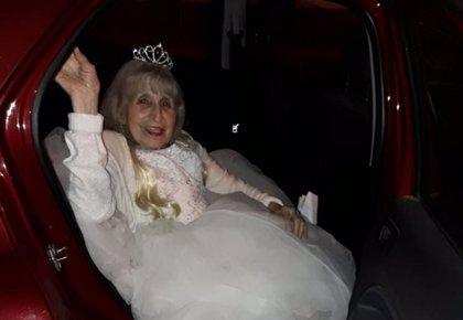 Una argentina celebra sus 90 años con la tradicional fiesta de los 15 que siempre había soñado